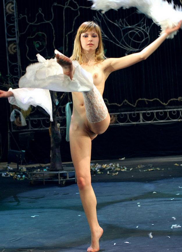 голая барышня в цирке видео онлайн трах