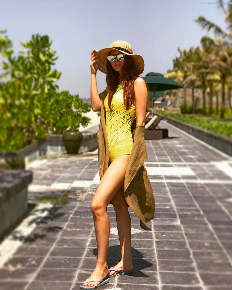 Khin Thazin Shows Off Her Beauty At The Ngwe Saung Beach In Style
