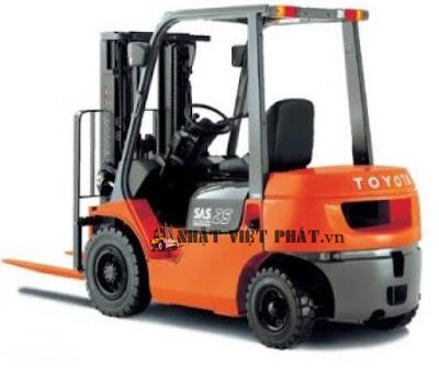 Xe nâng Toyota diesel 62-8FD 2.5 tấn nâng hàng
