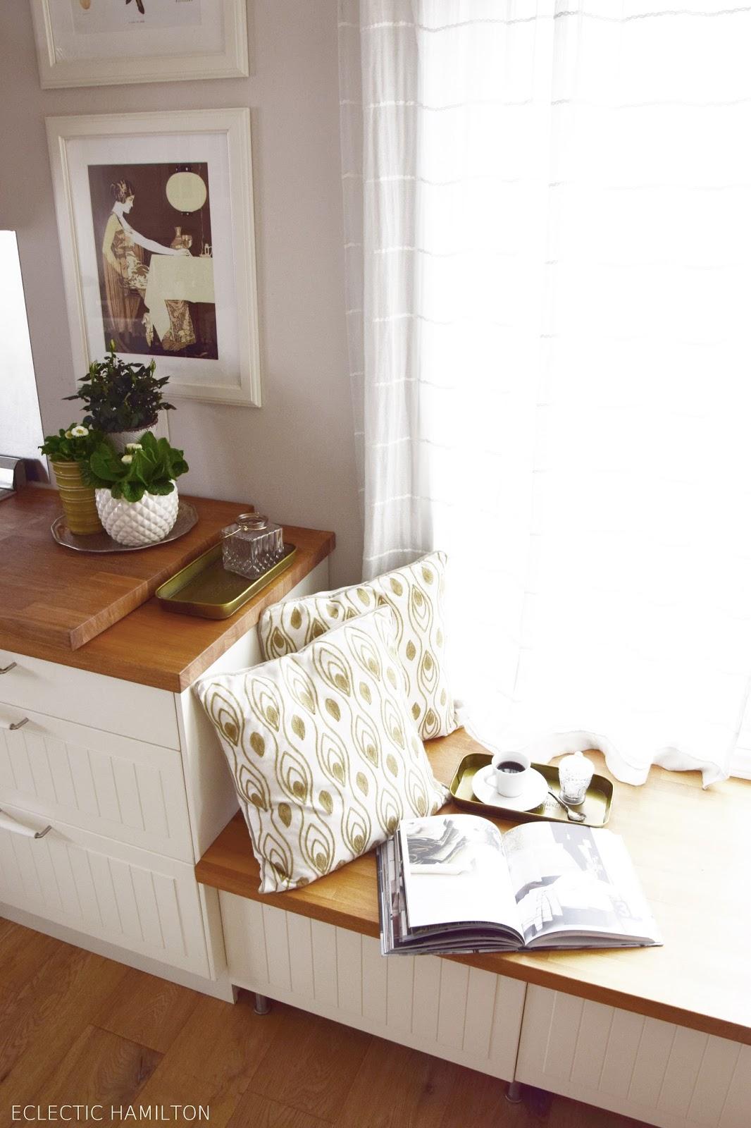 Frühlingsdeko für die Küche. Dekoideen für eine frühlingshafte Gestaltung. Deko Dekoration Frühjahrsblüher Tulpen Bellies Primeln kreativ gestalten Wanddeko