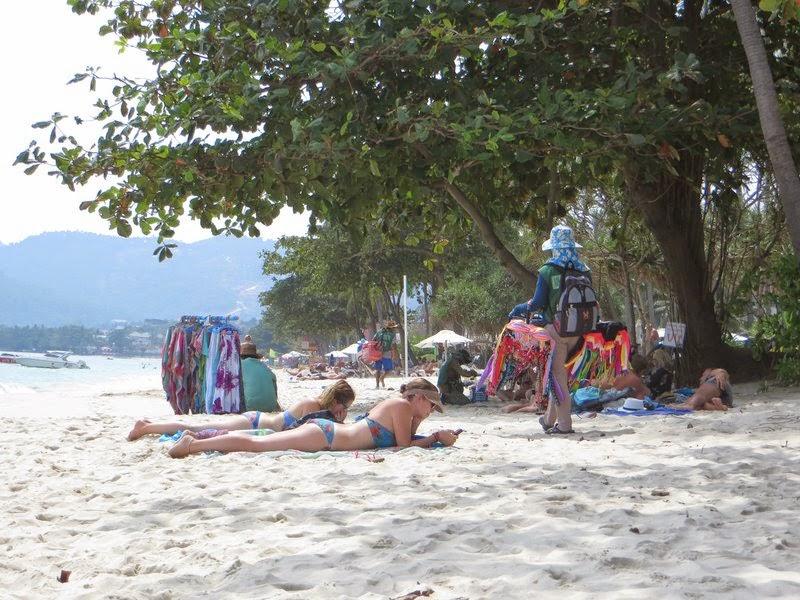 Продавцы на пляже Чавенг