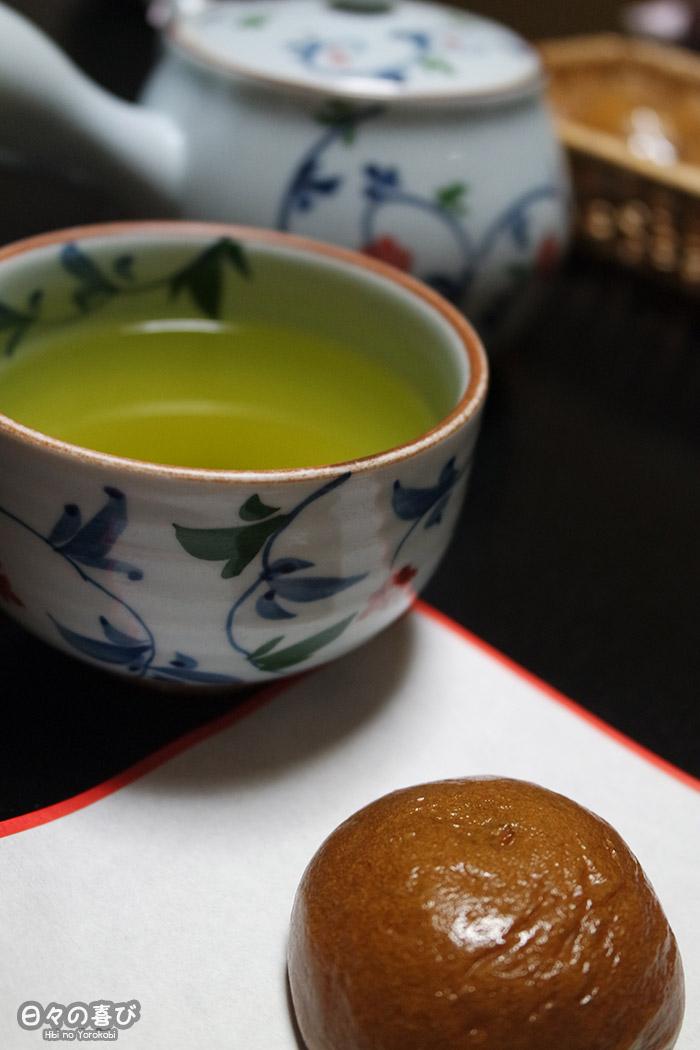focus tasse de thé et onsen manju