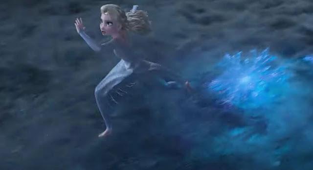 Gambar Frozen II Ratu Elsa Berjalan di atas Laut Es Beku