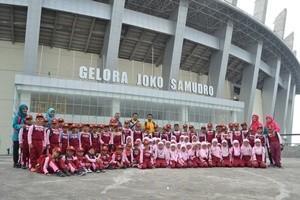 SD Al Islam Muhammadiyah Cerme Belajar Tematik, Kunjungi Stadion GJS dan WEP