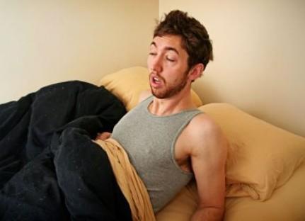 Γιατί και πότε κάποιοι μιλούν στον ύπνο τους;
