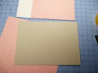 Pegamos el papel de fondo de la tapa trasera del libro de firmas