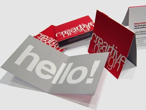 """Creative Design – trang justcreativedesign.com luôn có những ý tưởng sáng tạo.   Người xem sẽ rất bất ngờ khi nhận được câu chào thân thiện """"hello!"""" khi mở tấm danh thiếp."""