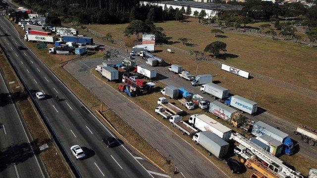 UDO PODE PARAR - Greve dos caminhoneiros ainda bloqueia estradas em 24 estados e no Distrito Federa