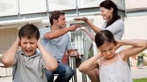 Tidak menunjukkan perselisihan di hadapan anak-anak