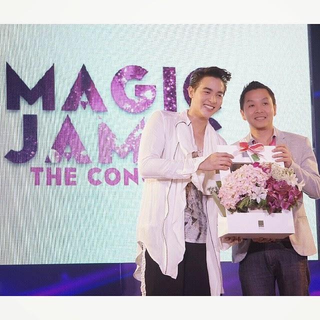 """""""MAGIC JAMES THE CONCERT มหัศจรรย์คอนเสิร์ตเต็มรูปแบบครั้งแรกของ เจมส์ จิรายุ"""""""