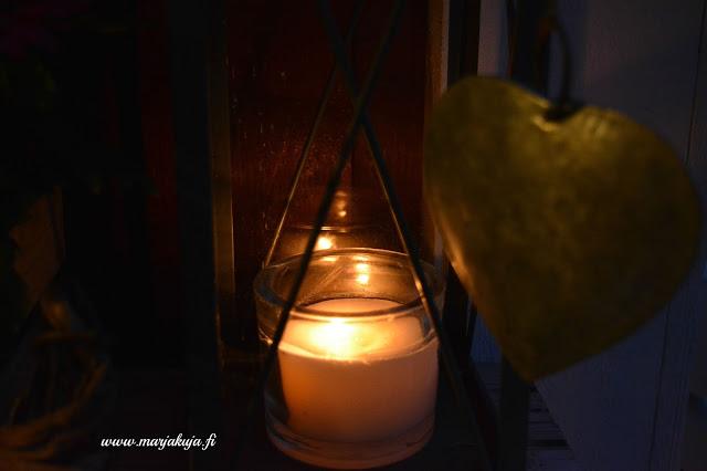 kynttila lyhdyssa