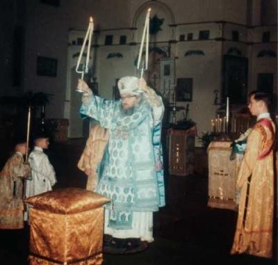 Свт. Іоаннъ, архіеп. Шанхайскій и Санъ-Францисскій († 1966 г.): Передъ плащаницей