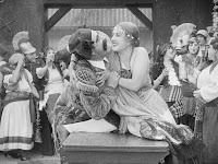 """Эдна Первайэнс и Джон Рэнд в к/ф """"Пародия на Кармен"""" / Burlesque on Carmen (1916) - 6"""