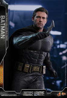 Hot Toys Justice League Batman Deluxe Figure