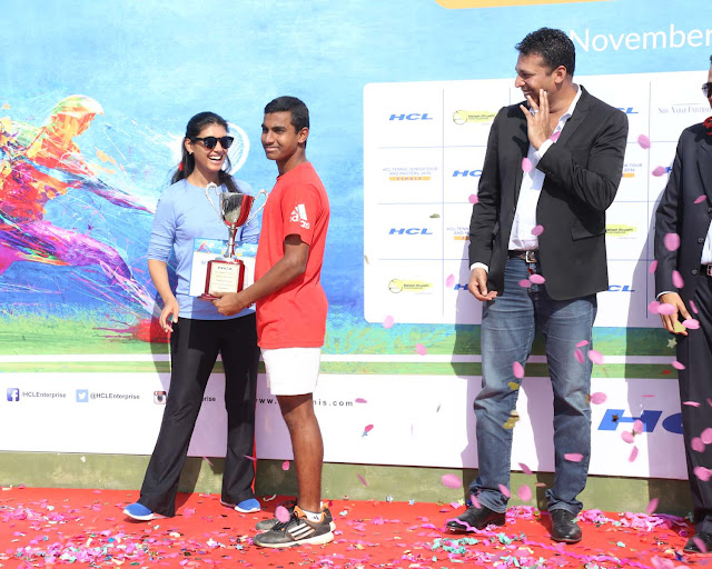 Roshni Nadar Malhotra with RS Rajesh Kannan winner of Boys U-14