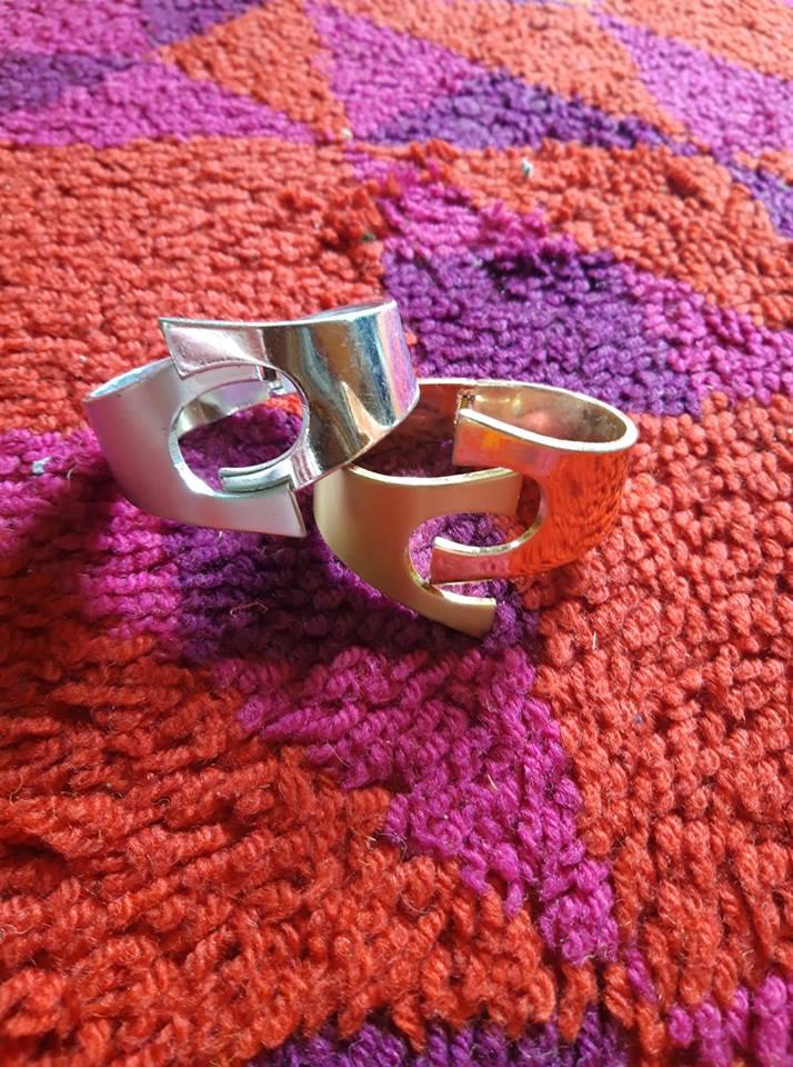 des bracelets argenté et doré des années 60  60s silvered and golden space age bracelet