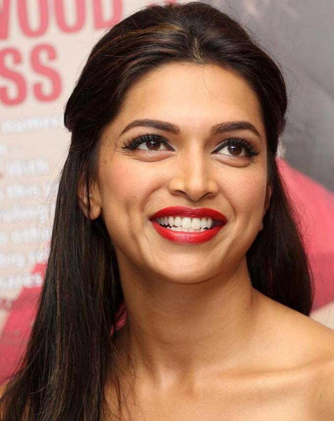 Beautiful Indian Girl Deepika Padukone Cute Smiling Face ...