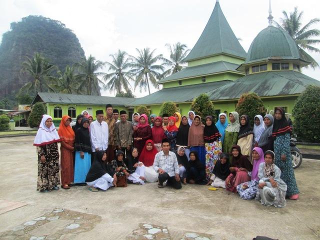 Kelompok Tani Sungai Kasikan Ziarah Bersama Jelang Ramadhan 1438 H