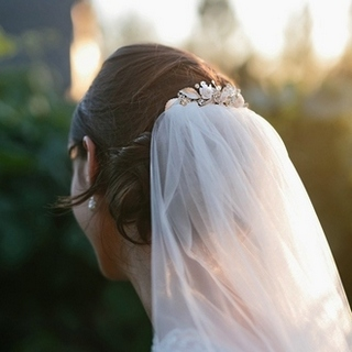 glam and enchanting embellished leaves bridal comb for veil