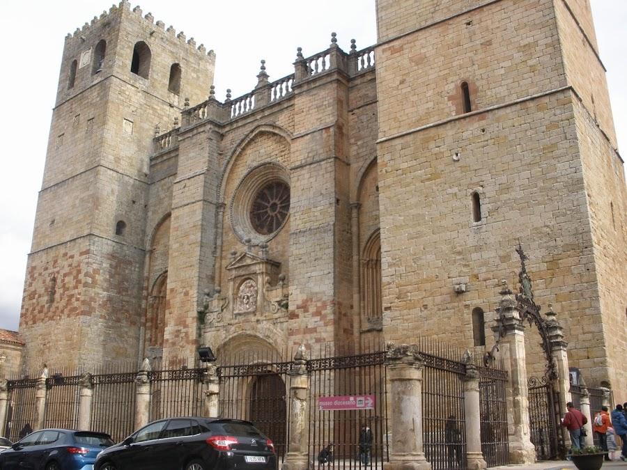 Catedral de Sigüenza, dedicada a Santa María la Mayor, patrona de la ciudad.