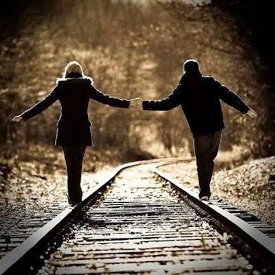 Tenue De Couple & Mains Amoureux