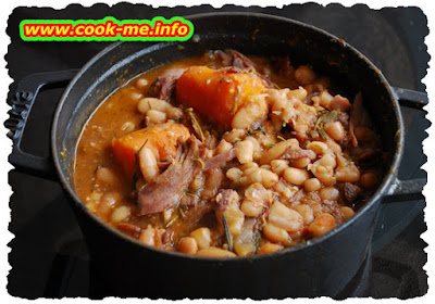 Beans with knuckle of pork