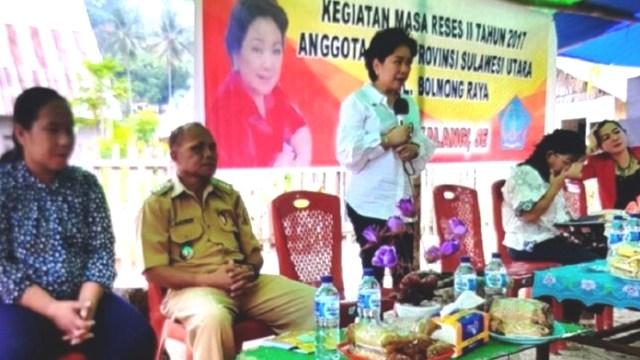 Sjenny Kalangi lakukan reses di Sangtombolang, Bolmut.