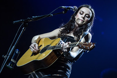 gig, review, amy-macdonald, royal-concert-hall-nottingham, music, the-writing-greyhound