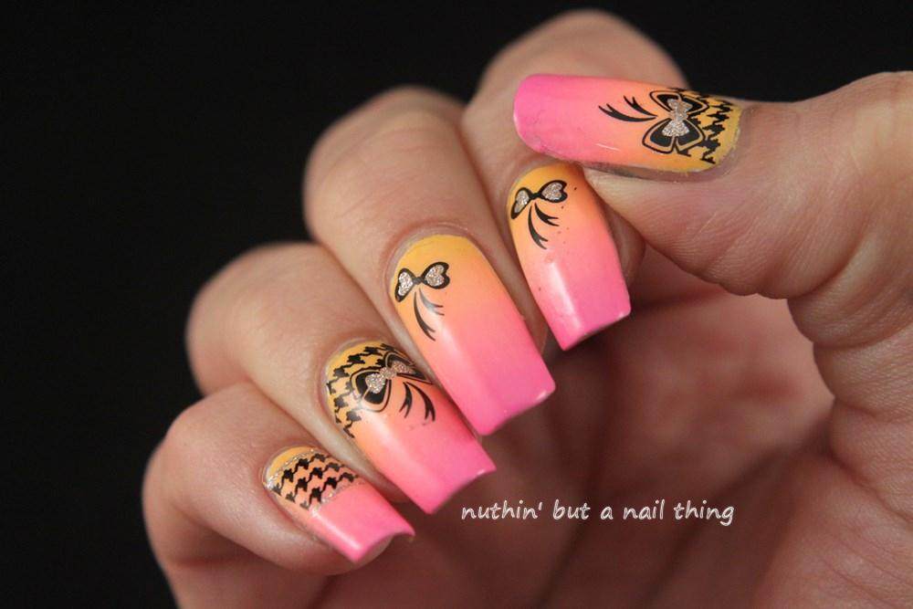 gradient nail art design