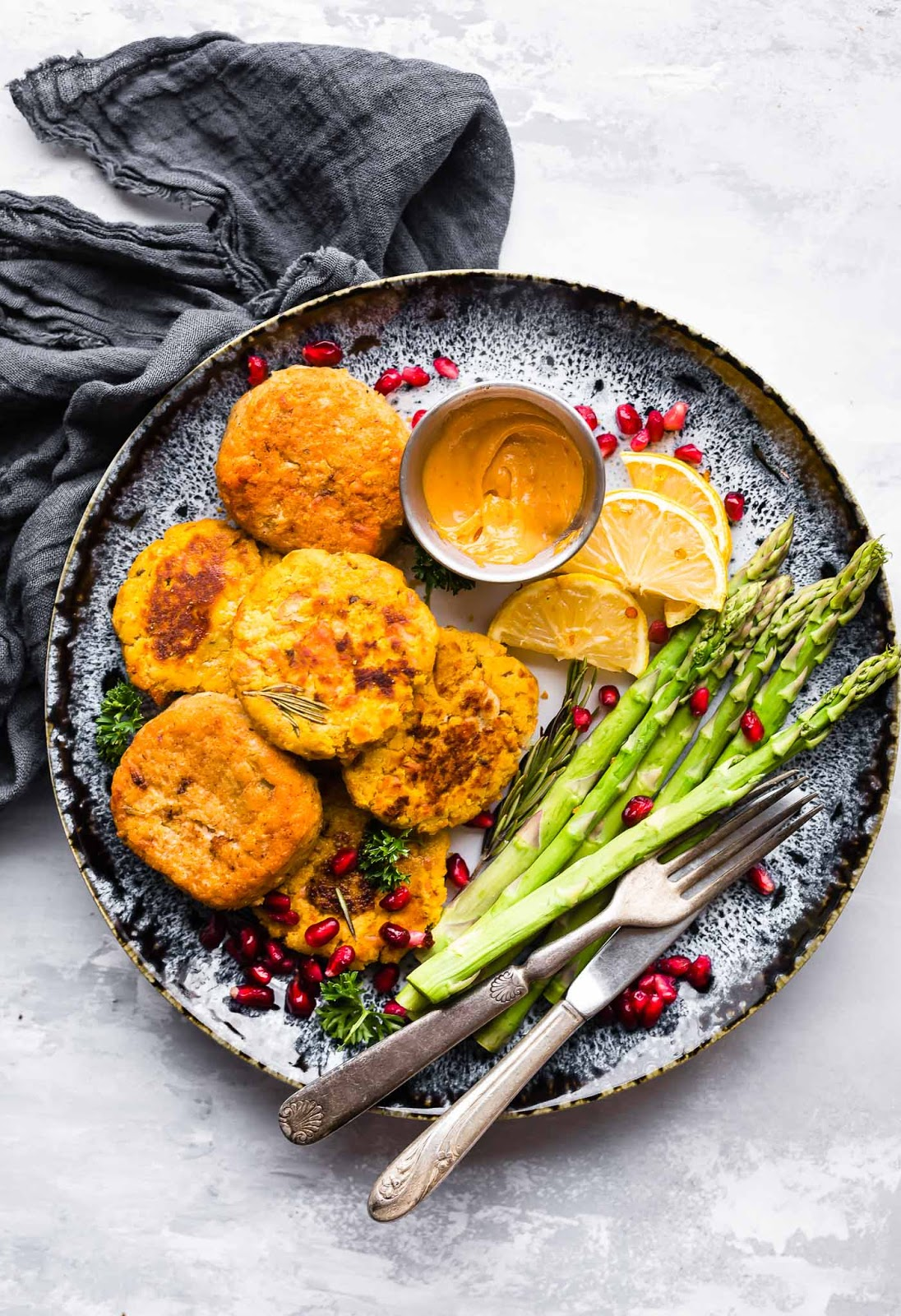 These Salmon cakes are literally veggie packed and protein packed, not to mention whole30 friendly. No wasting leftovers here, just mix and throw on the skillet. whole 30 friendly #paleo
