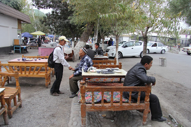 Ouzbékistan, Ferghana, Rue Bozorboshi, tapchane, tapshan, © L. Gigout, 2012