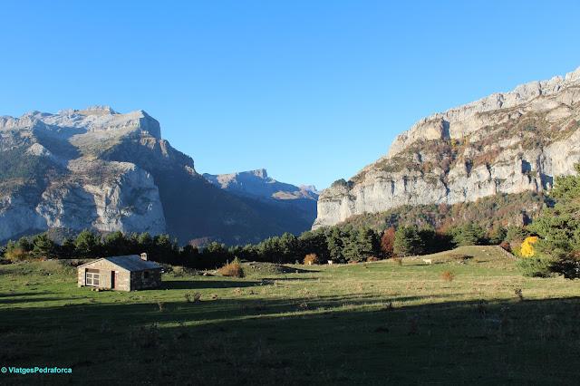 Pirineu Aragonès, Parque natural de los Valles Occidentales, colors de tardor, senderisme, Valle de Hecho, Val d'Echo
