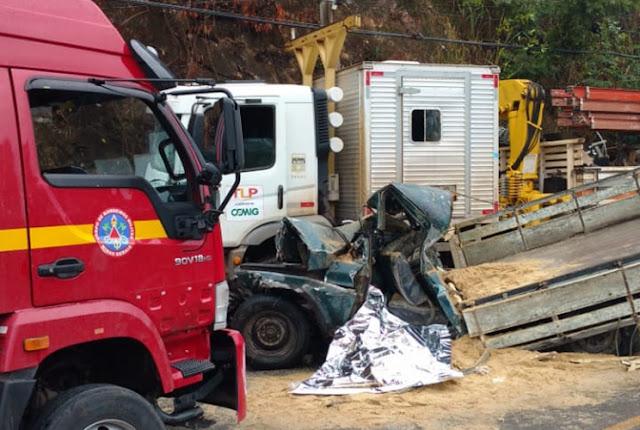 Batida frontal entre caminhonete e caminhão faz vítima um socorrista que atuava em Santa Luzia