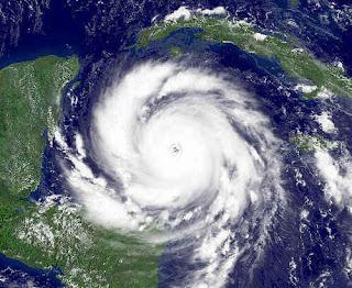 Cyklon Dean widziany z orbity