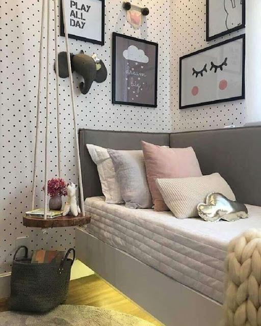 Decoração é sempre algo maravilhoso e existem muitas formas de deixar o quarto lindo e organizado com dicas simples que vão deixar o seu quarto tumblr e com outra cara. Objetos, luzes, papel de parede, pratileiras, móveis, quadros, enfeites, almofadas... são detalhes que fazem toda a diferença no ambiente aconchegante do nosso quarto.