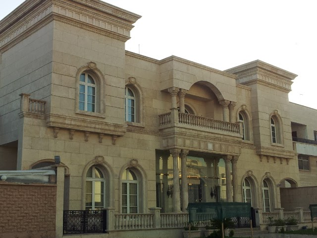 I Found Some Great Big Houses While Cruising Around Kuwait. Some Of These  Houses Are Ridiculous In Size And Some Have Marble Sculptures.