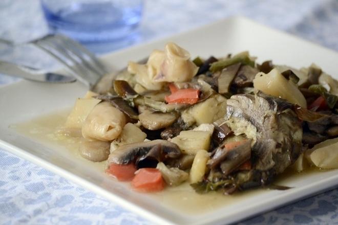 Sepia con alcachofas y verduras