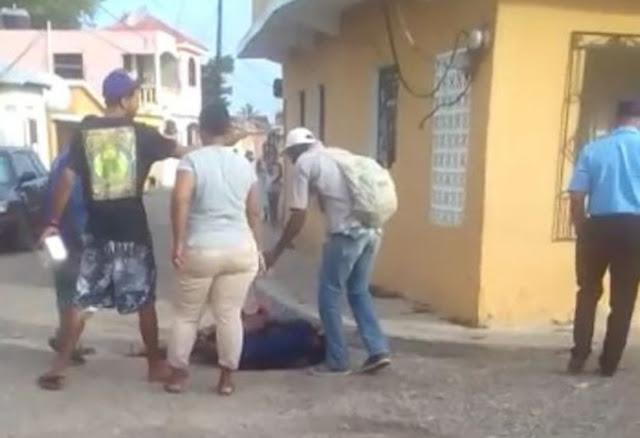Video: Haitianas se fueron al bollo por un hombre en Puerto Plata
