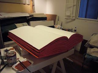talla en telgopor, imitacion en telgopor, telgopor esculturas, libros en poliestireno expandido
