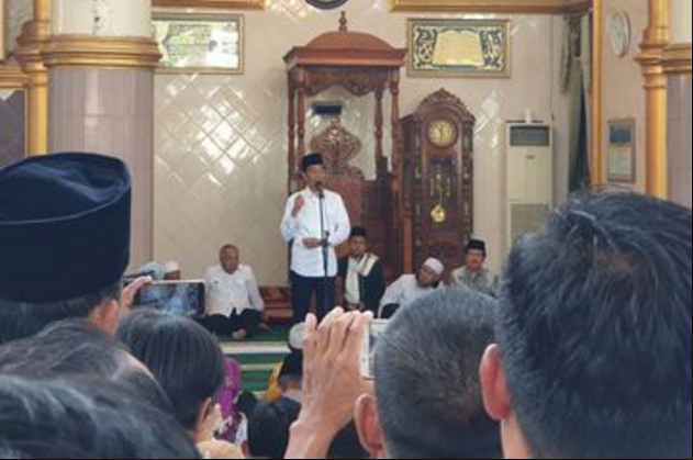 "Jokowi Datang, Warga Pilih Pindah Masjid, ""Mau Shalat atau Kampanye Sih?"""