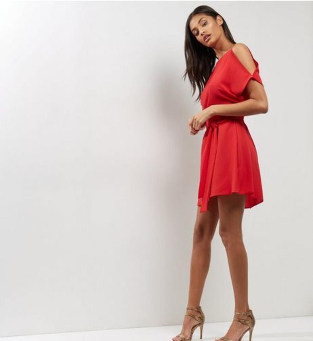 f4d97191b45f5 صور فساتين سهرة قصيرة للمناسبات بلون الأحمر جميلة جدا