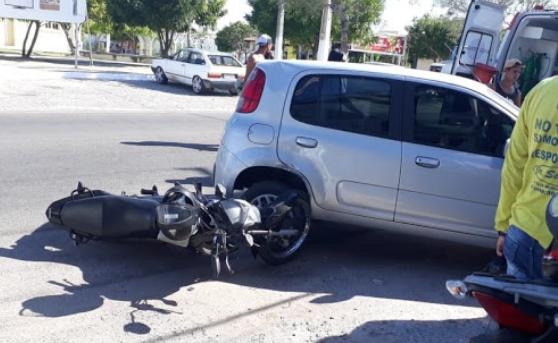 Em Delmiro Gouveia, batida entre motocicleta e carro de passeio deixa uma pessoa ferida