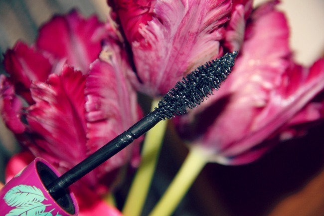 Maybelline The Falsies feather-look mascara wand brush