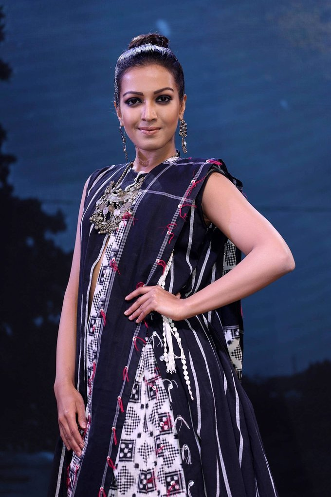 Catherine Tresa at Woven 2017 Fashion Show Photo Gallery