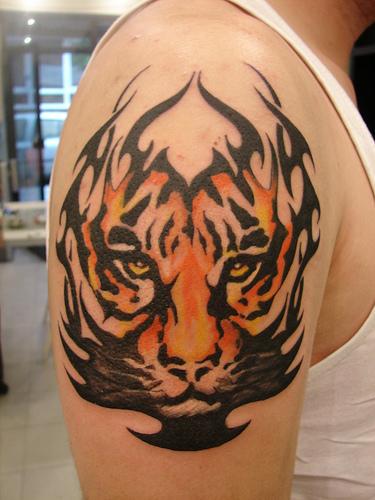 omuzda dövme resimleri