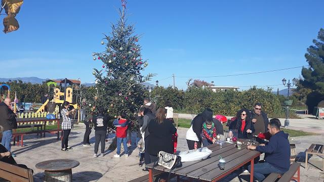 Ξανά στόλισαν το Χριστουγεννιάτικο δεντρό στο Κουρτάκι