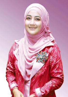 Model Hijab Ala Pipik Dian Irawati