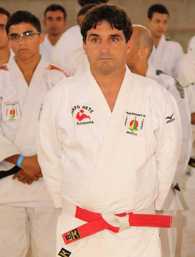 Oswaldo defende que o esporte ajuda no convívio social. Foto: Reprodução