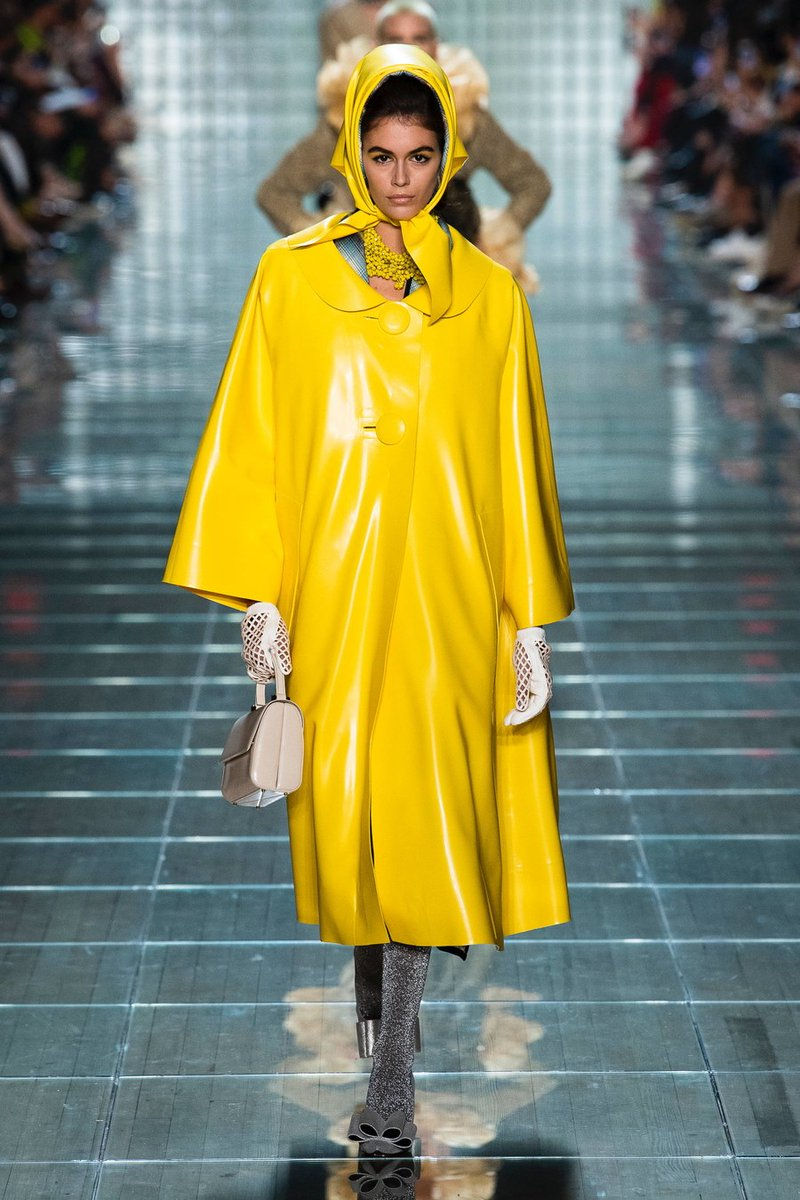 Kaia Gerber dons yellow raincoat on the runway of Marc Jacobs show at NYFW