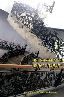 Tangga Lengkung Besi Tempa untuk Rumah Mewah